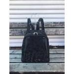 Дамска раница с удобно разпределение в комбинация от черна еко кожа и тъмен камуфлаж-943
