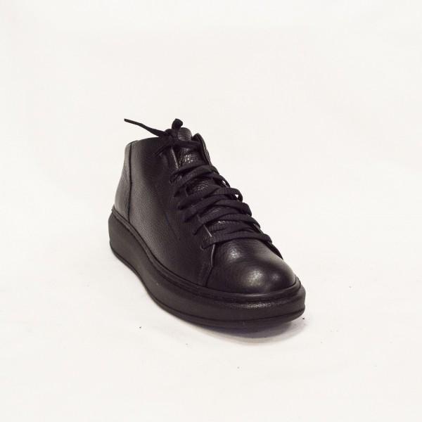 Дамски спортни обувки от естествена кожа с връзки - 121