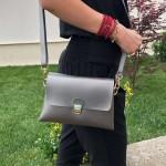 Сива малка дамска чанта от еко кожа с златни елементи-1158