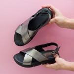 Дамски сандали от естествена кожа в цвят платина на черно удобно ходило-1705