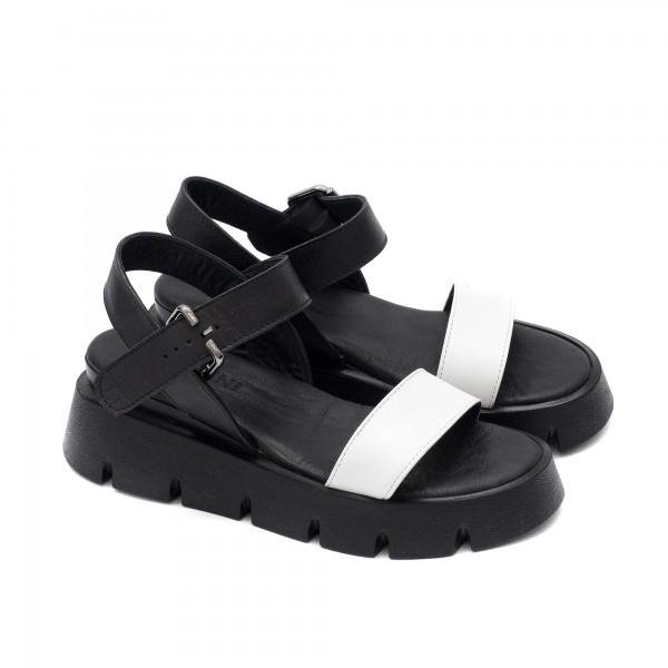 Дамски ежедневни сандали от естествена кожа в комбинация от черно и бяло-1718