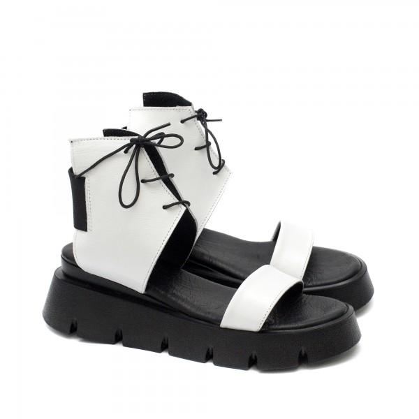 Атрактивни дамски сандали от естествена кожа в комбинация от бяло и черно с ефектни връзки и ластик-1721