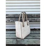 Дамска ежедневна чанта в бежов цвят с интересен камуфлажен дизайн от еко кожа-1734