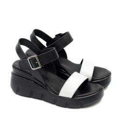 Стилни дамски сандали от естествена кожа в класическа комбинация от бяло и черно на удобна платформа-1747