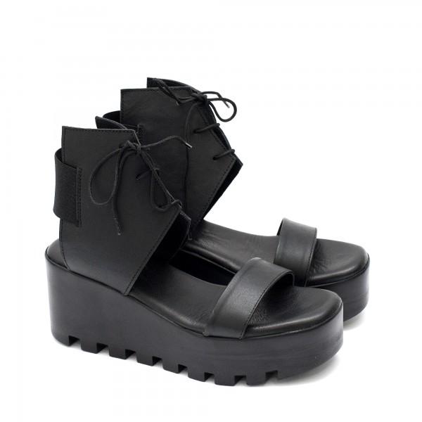 Дамски сандали от естествена кожа в черен цвят с ластик и нежни връзки на удобно набраздено ходило-1746