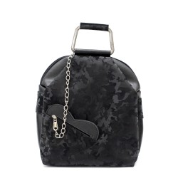 Дамска ежедневна раница от еко кожа в черен цвят с камуфлажен ефект и модерен аксесоар сърце-95
