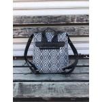 Черно-бяло раница от еко кожа с модерен дизайн-1409