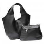 Дамска чанта тип торба в черен цвят от еко кожа с практичен несесер-439