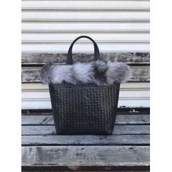 Луксозна зимна дамска чанта от еко кожа в черен цвят и нежен сив естествен пух-1493