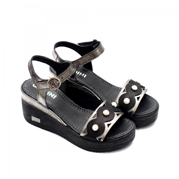 Дамски сандали от естествена кожа на платформа черни с перли- 860
