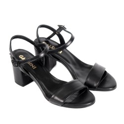 Елегантни дамски сандали от естествена кожа в черно и широк ток-835