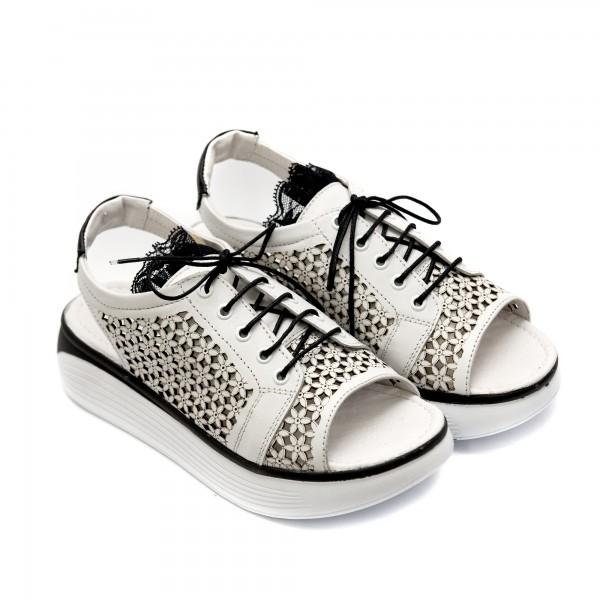 Дамски сандали от естествена кожа в бяло с перфорация цветя и връзки-825
