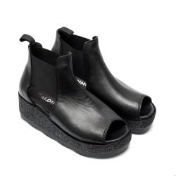 Дамски сандали от естествена кожа черни  с ластик и ефектна подметка-497