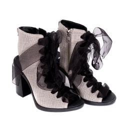 Дамски сандали от естествена кожа в сив цвят на ток с тюлени връзки -828