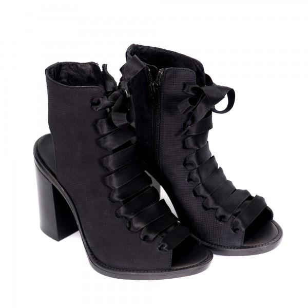 Дамски сандали от естествена кожа в черно с ефектни сатенени връзки на ток-827