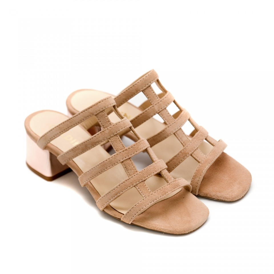 c1048ee94d5 Дамски летни чехли от естествен велур в цвят пудра-841
