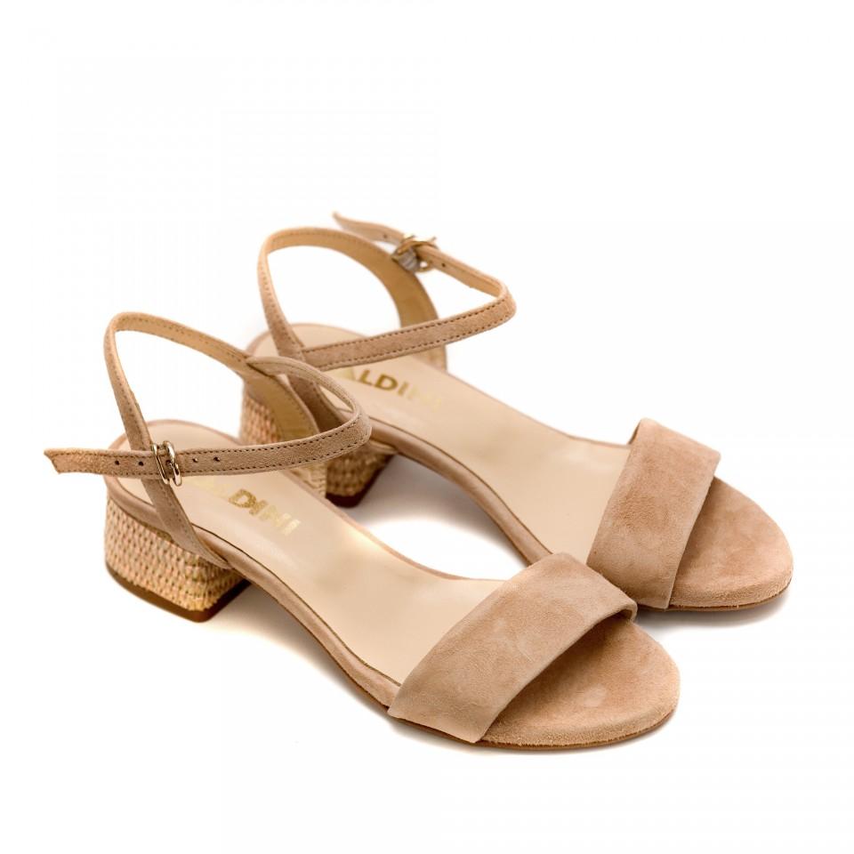 bf8aec00df6 Летни дамски сандали от естествен велур в цвят пудра-842
