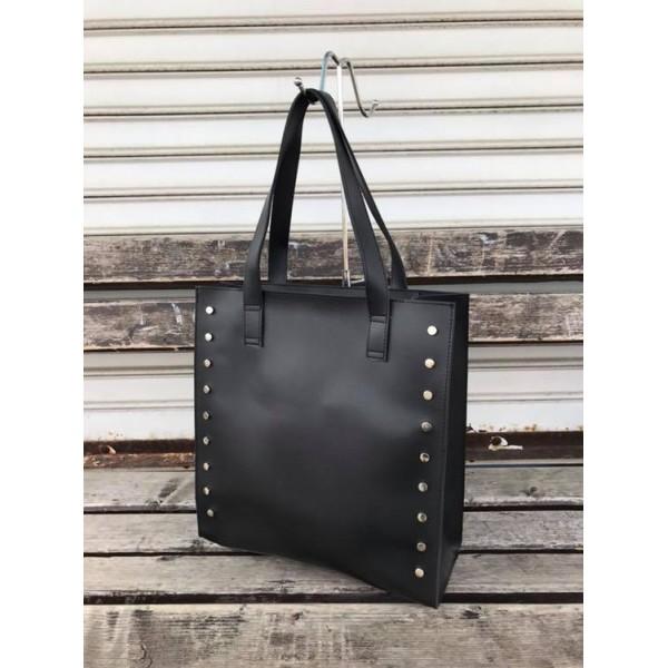Ежедневна дамска чанта в черно с удобни дръжки и капси от еко кожа-1187