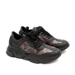 Дамски маратонки от естествена кожа в черно с цветни мотиви-1226