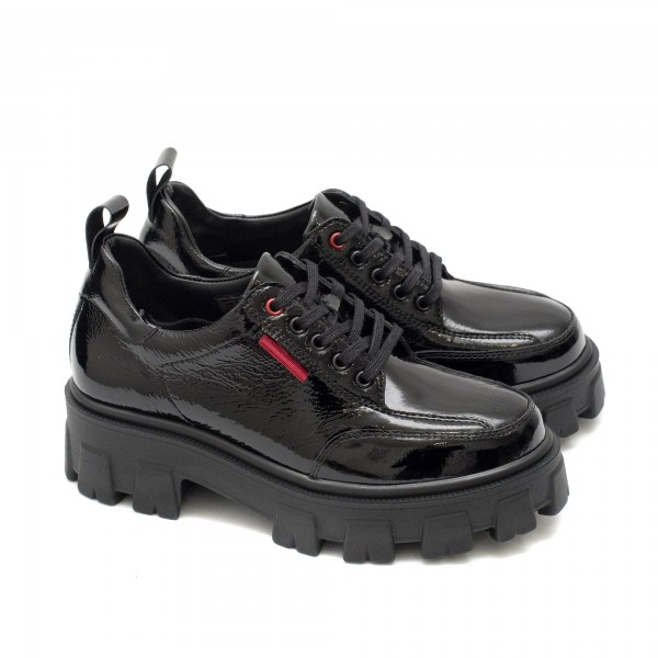 Дамски пролетни обувки от естествен лак в черен цвят и детайли в червено-747