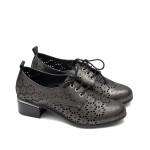 Ежедневни дамски обувки от естествена кожа с перфорация в цвят графит с широк ток-1588