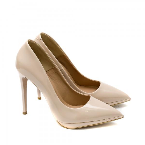Елегантни дамски обувки от естествен лак в бежов цвят с висок ток и платформа-1589