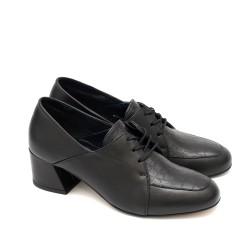 Официални дамски обувки от естествена кожа в черен цвят с връзки и широк модерен ток-1591