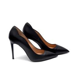 Елегантен модел дамски обувки от естествена кожа в черен цвят с ток-64