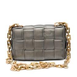 Дамска чанта от преплетени ленти в сив цвят със златиста метална дръжка-1833