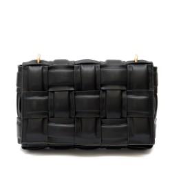 Дамска чанта от преплетени ленти в черен цвят с метална златиста дълга дръжка от еко кожа-1833