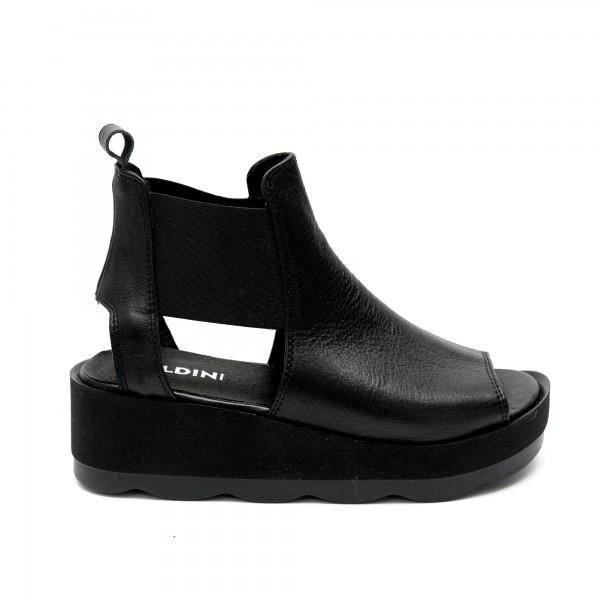 Дамски сандали от естествена кожа с ефектни ластици около глезена-497