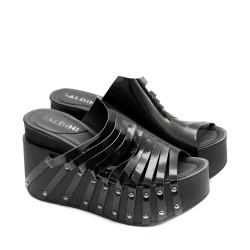 Дамски чехли от естествена кожа в черно с модерен дизайн-