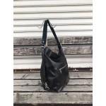 Дамска елегантна лачена чанта в черно с ефектна кожа-1481
