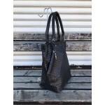 Българска дамска чанта от еко кожа в черно с кроко мотив-1473
