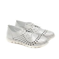 Дамски обувки от естествена кожа криспи в бяло с лазарна перфорация-1180