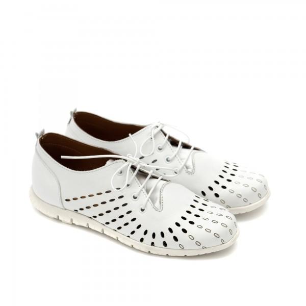 Дамски обувки с ефектна перфорация от естествена кожа в бяло-1178