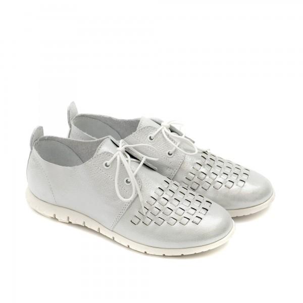 Пролетни дамски обувки от естествена кожа с връзки и равно ходило в бяло-1179