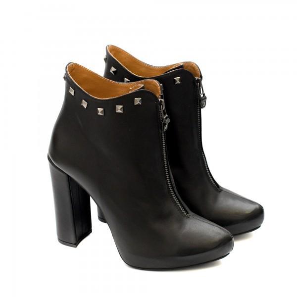 Дамски елагантни черни боти от естествена кожа с цип и капси и висок ток-252