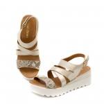 Промазни бежови сандали от естествена кожа с закопчаване-465