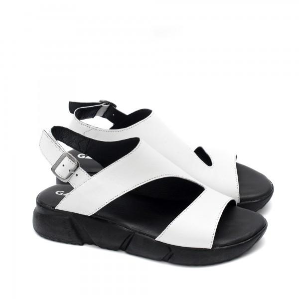 Дамски ежедневни сандали от естествена бяла кожа на удобно черно ходило-1676