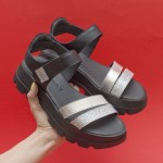 Дизайнерски дамски сандали от естествена черна кожа в комбинация от сребристи каишки и лъскав ефект-1686
