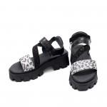 Стилни дамски сандали от естествена кожа с леопардов акцент и черен лак на модерно ходило-1689