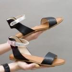 Дамски равни сандали от естествена кожа в черен цвят и акцент сребърна каишка-1257