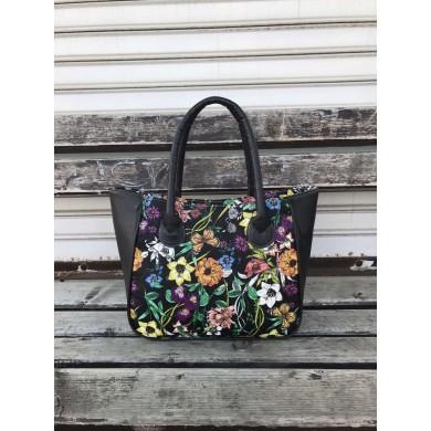 Дамска чанта от еко кожа в комбинация от черно и флорални мотиви-1678