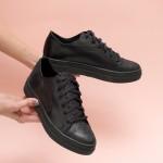 Ежедневни дамски обувки от естествена кожа в черен цвят и люспа с връзки-1540