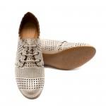 Бежови дамски обувки от естествена кожа с лазерна перфорация и широк плътен ток-736