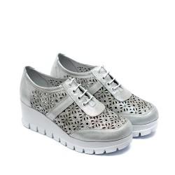 Дамски летни обувки на платформа от естествена кожа сребристи с перфорация и връзки-738