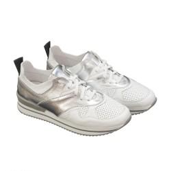 Дамски маратонки от естествена перфорирана кожа в бяло и сребристо-776