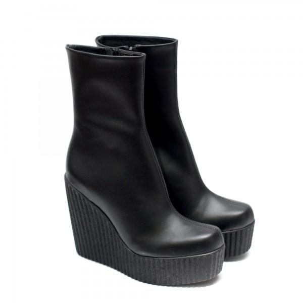 Дамски платформи с ефектна визия от черна естествена кожа-по крака-1094
