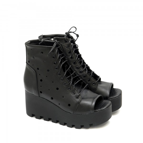 Дамски сандали на платформа от естествена кожа в черен цвят с връзки-1242